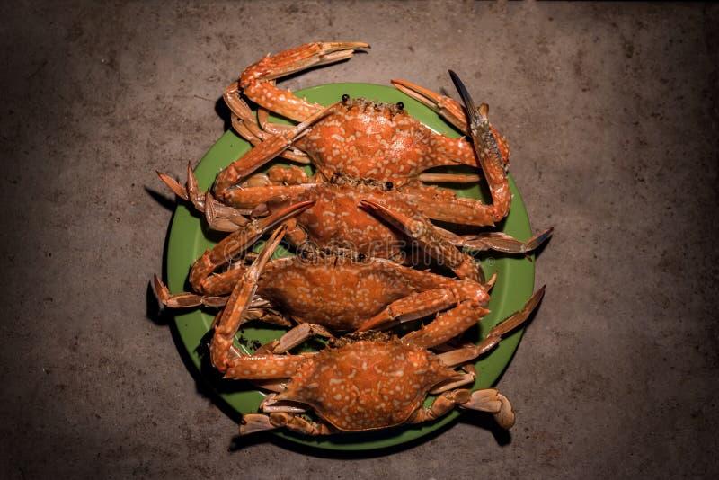 在营火的烤花螃蟹 库存照片
