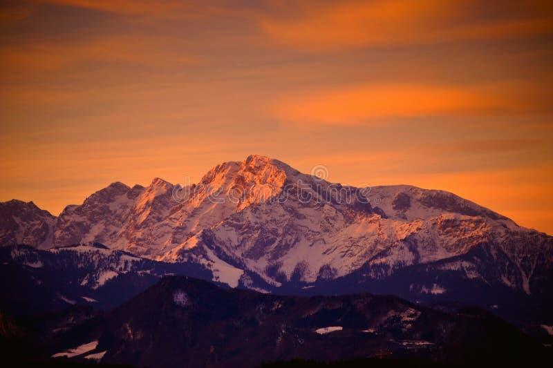 在萨尔茨堡之外的阿尔卑斯清早 免版税图库摄影