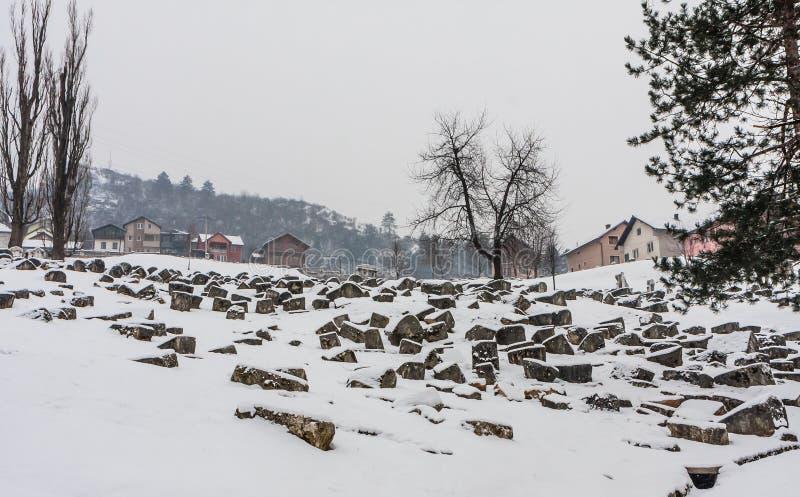 在萨拉热窝期间围困的损坏的OId犹太公墓由塞尔维亚人的 免版税库存图片