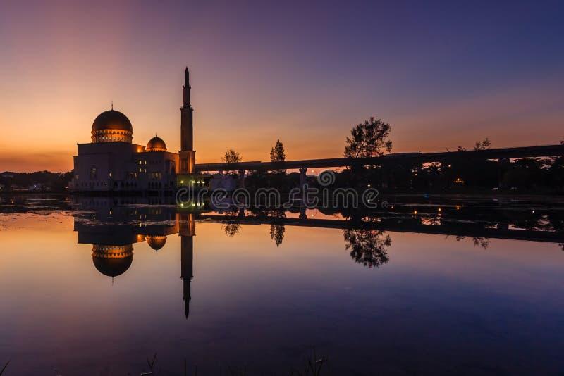 在萨拉赫清真寺puchong,马来西亚的日出 免版税库存照片