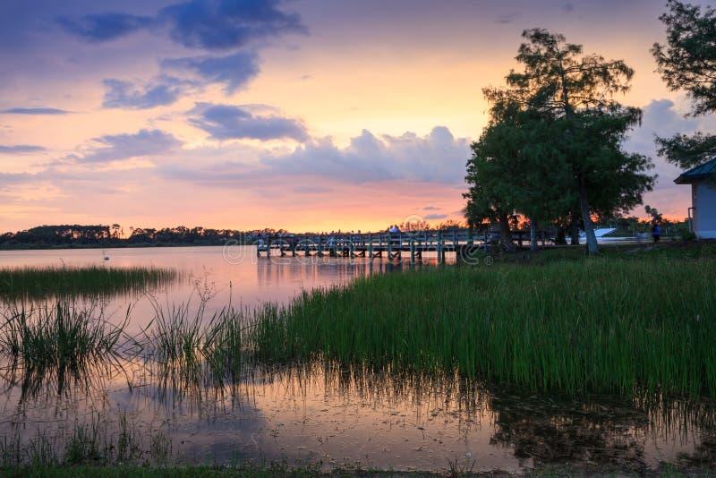 在萨格登地方公园的日落在那不勒斯,佛罗里达 图库摄影