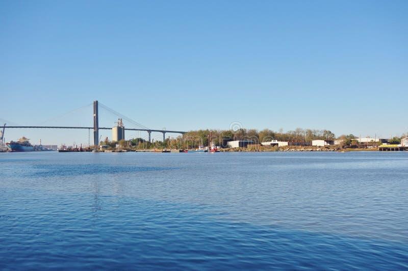 在萨瓦纳河的Talmadge纪念桥梁在乔治亚 库存照片