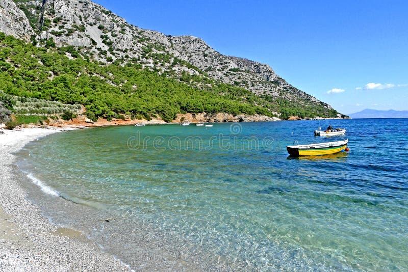 在萨莫斯岛希腊海岛上的一个海滩  库存照片