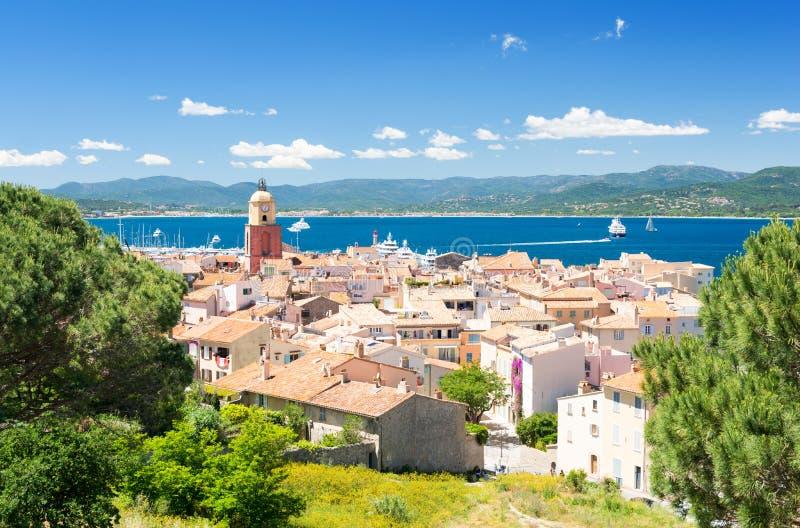 在著名镇圣特罗佩的看法法国海滨的在南法国 免版税库存图片
