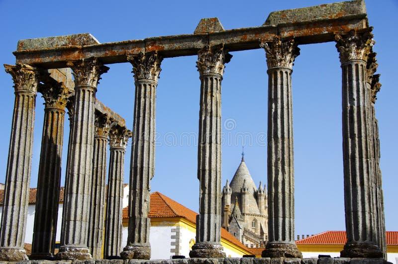 在葡萄牙的罗马寺庙。 图库摄影