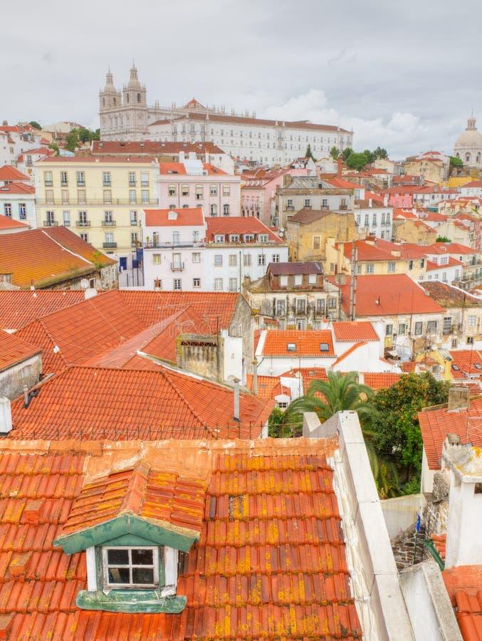 在葡萄牙红色屋顶的里斯本 免版税库存图片