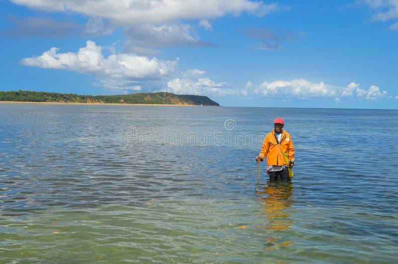 在葡萄牙语Islan附近的Inhaca海岛,一个美丽的海岛村庄 免版税图库摄影