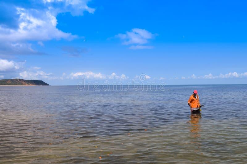 在葡萄牙语Islan附近的Inhaca海岛,一个美丽的海岛村庄 免版税库存照片