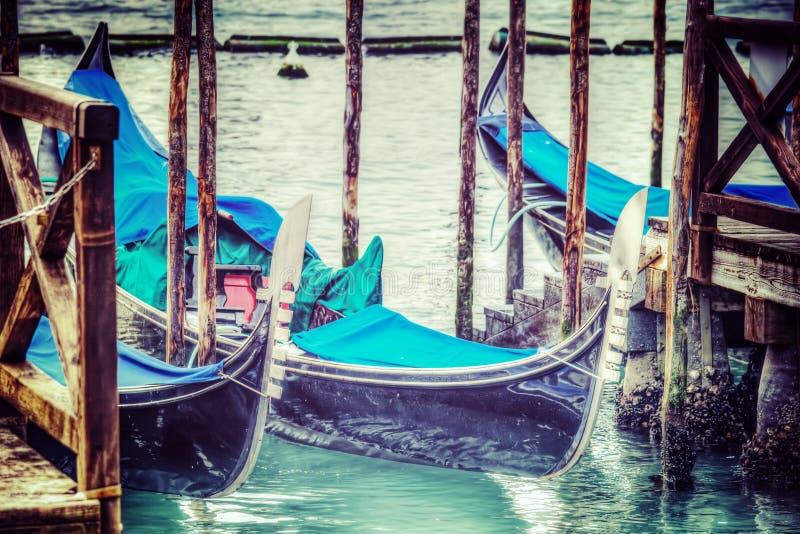 在葡萄酒口气的长平底船船首 图库摄影