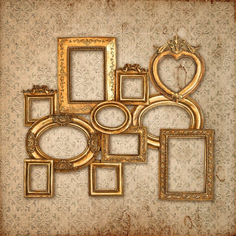 在葡萄酒样式墙纸的金黄框架 库存图片