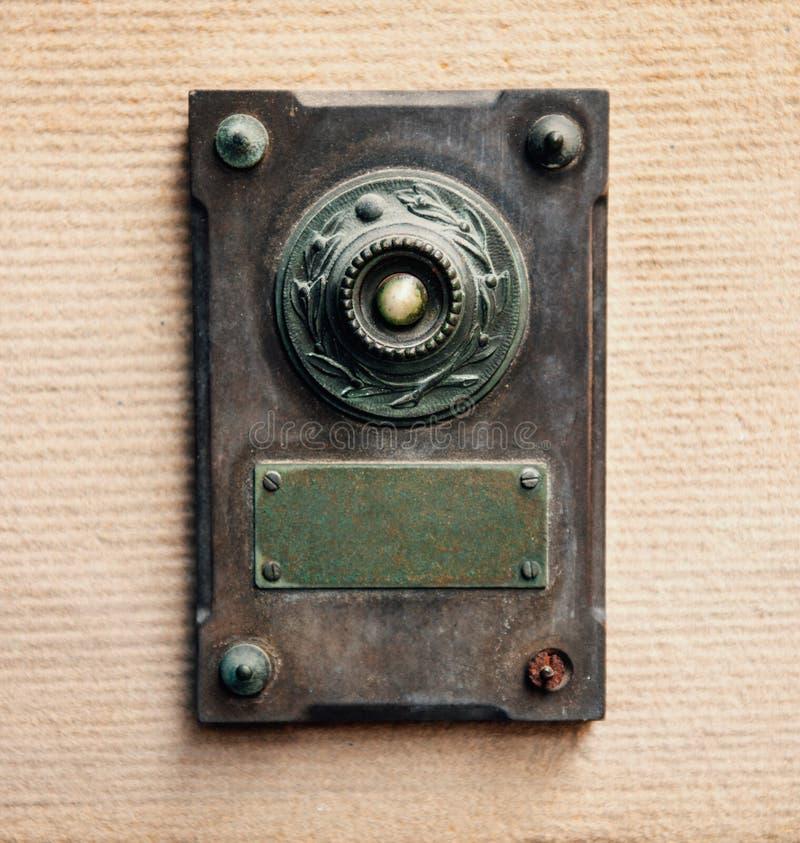 在葡萄酒样式的门铃 免版税库存图片