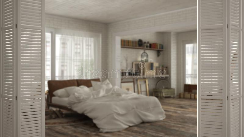 在葡萄酒老牌卧室的白色折叠门开头,白色室内设计,建筑师设计师概念,迷离 库存照片