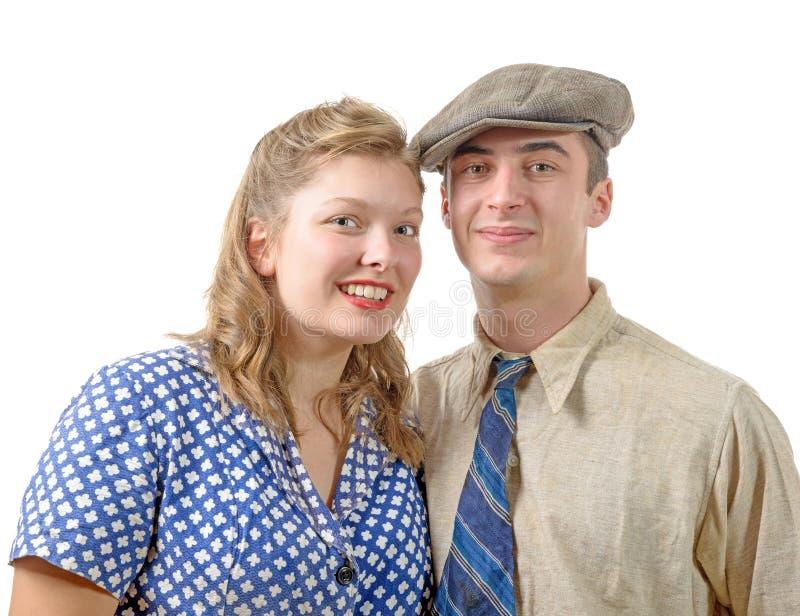 在葡萄酒衣物, 40s的年轻夫妇 库存照片