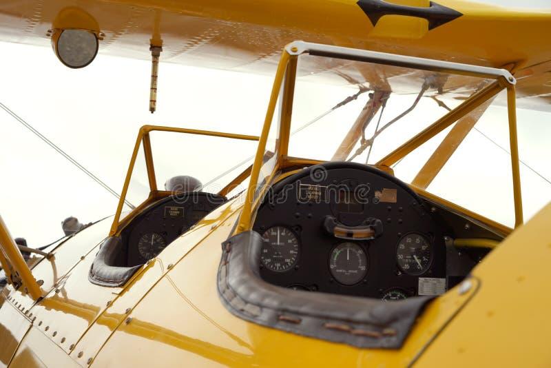 在葡萄酒训练航空器的双重驾驶舱 库存图片