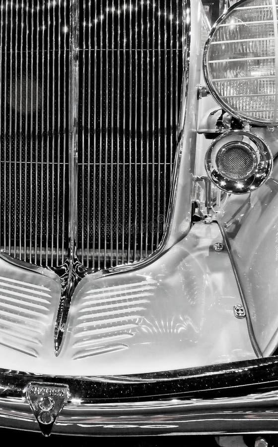 在葡萄酒豪华speedster的发光的镀铬物grillwork 库存照片