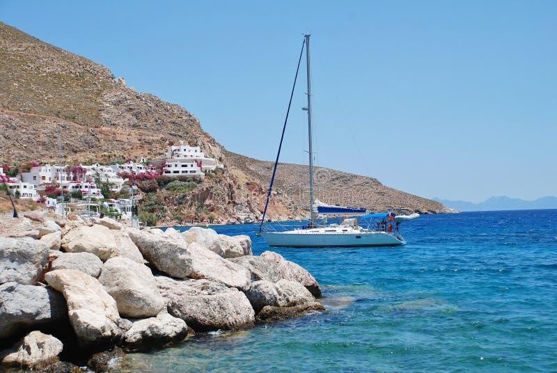 在蒂洛斯岛海岛上的Livadia港口 库存照片