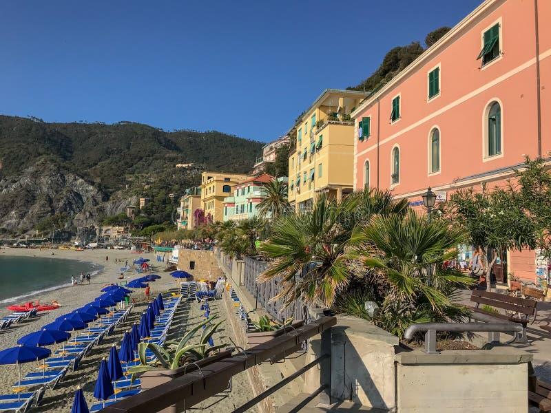 在蒙泰罗索阿尔马雷,五乡地,意大利的海滩 库存图片