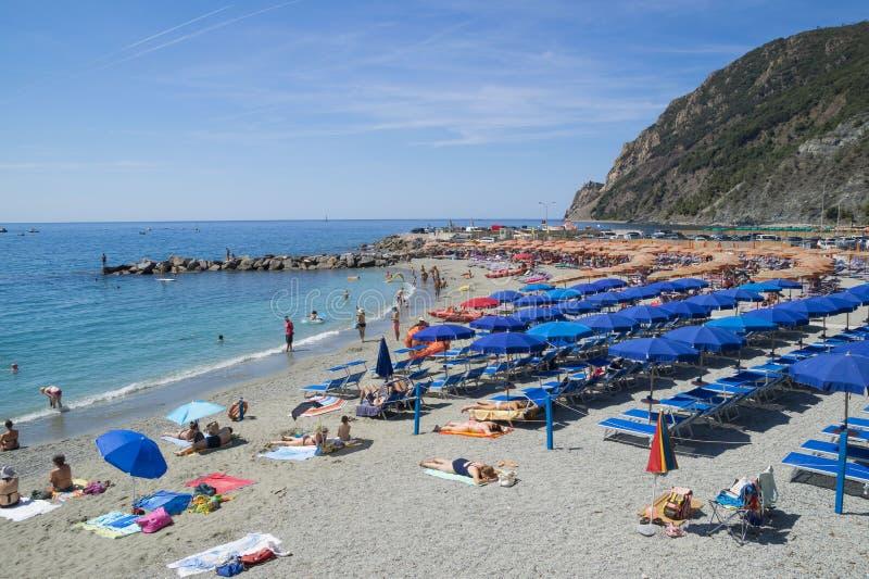 在蒙泰罗索阿尔马雷海滩的休闲 库存照片