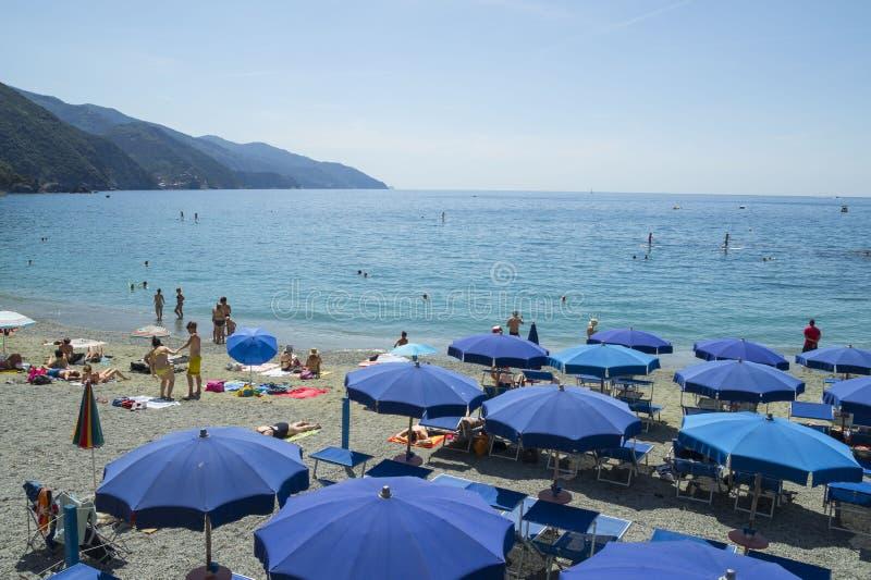 在蒙泰罗索阿尔马雷海滩的休闲 免版税图库摄影