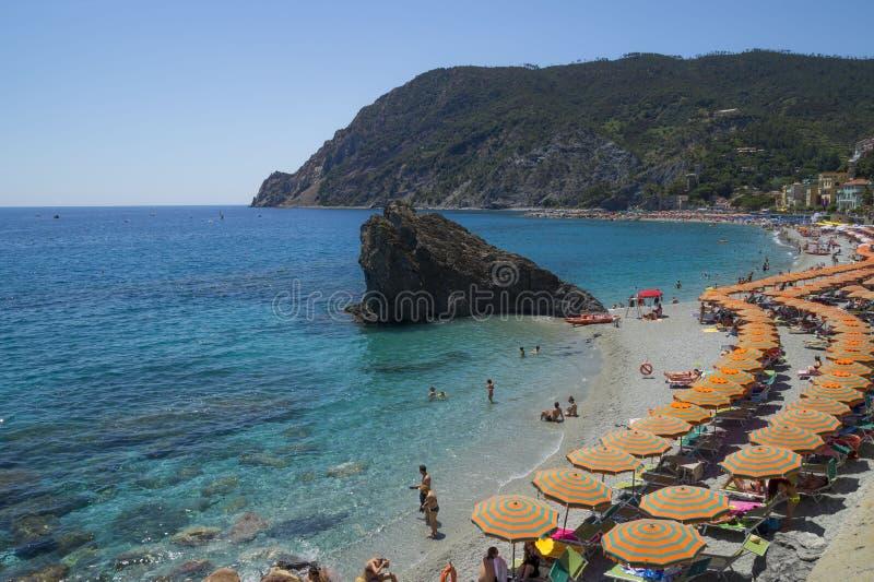 在蒙泰罗索阿尔马雷海滩的休闲 免版税库存图片