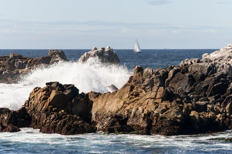 在蒙特里海湾,加利福尼亚的风船 库存照片