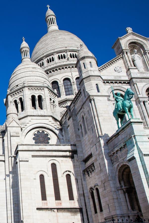 在蒙马特小山的Sacre Coeur大教堂在巴黎法国 库存照片