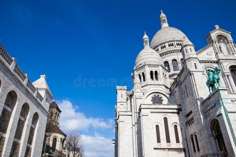 在蒙马特小山的Sacre Coeur大教堂在巴黎法国 免版税库存图片