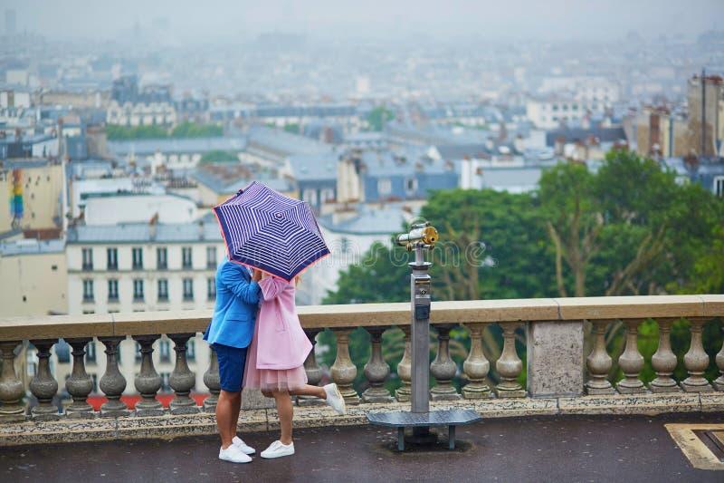 在蒙马特的夫妇在巴黎,法国 图库摄影