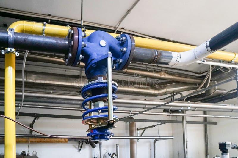 在蒸汽加热系统的气动控制阀门 库存图片