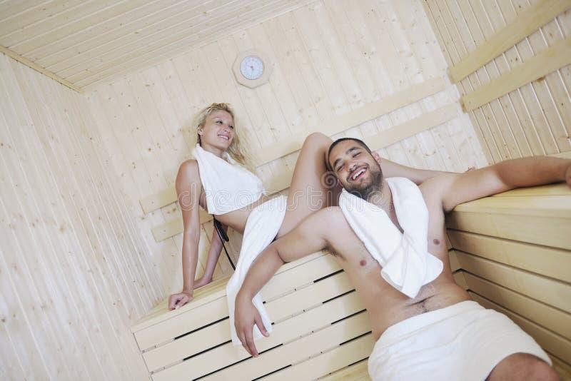 在蒸汽浴的愉快的新夫妇 库存照片
