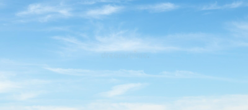 在蓝天的云彩 免版税库存照片