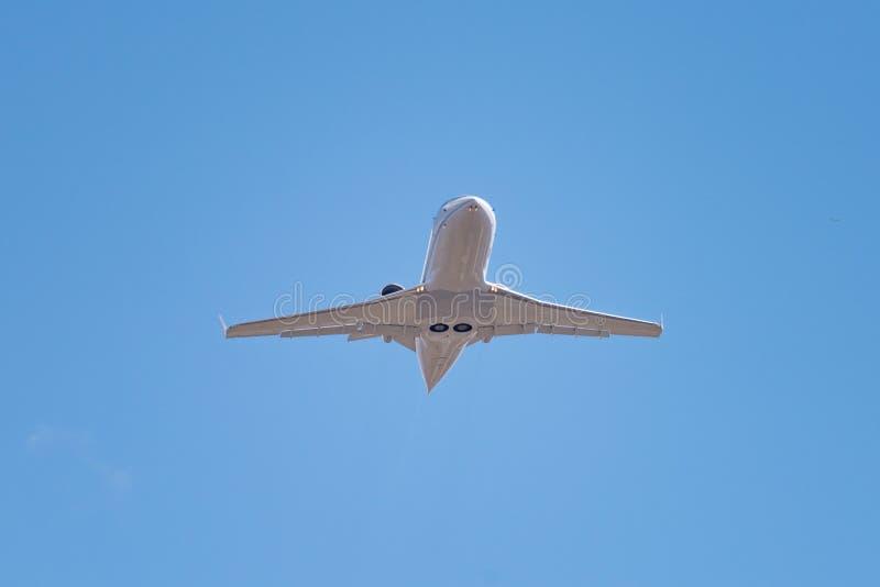 在蓝天的企业喷气机 库存图片