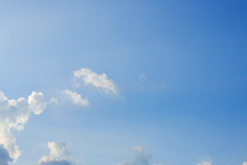 在蓝天的光线 免版税图库摄影