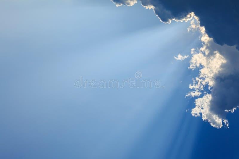 在蓝天的光线 图库摄影