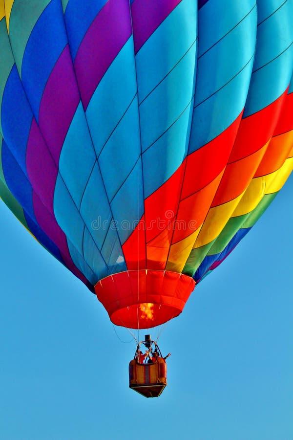 Download 在蓝天的热空气气球与云彩 库存图片. 图片 包括有 浮动, 绿色, 重新创建, 蓝色, 颜色, bataan - 72359897
