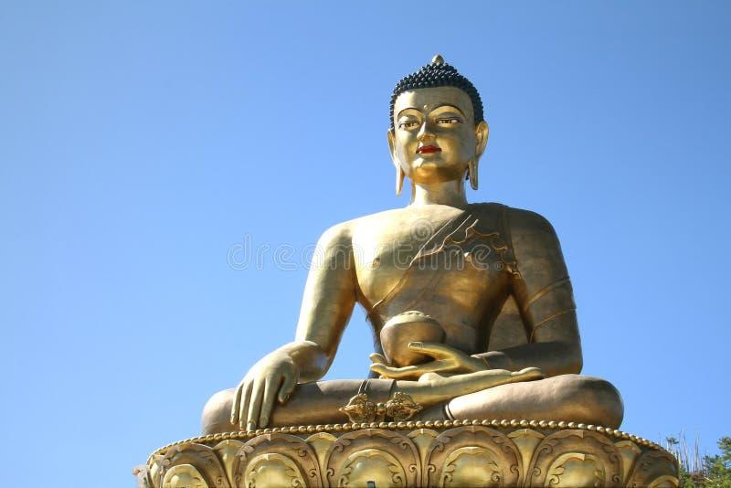在蓝天背景,巨人菩萨, Thi的菩萨Dordenma雕象 免版税库存图片