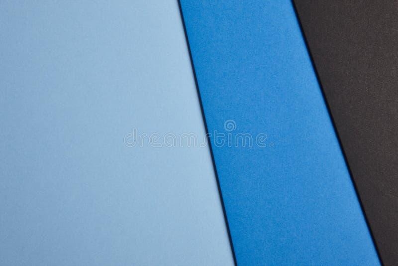 在蓝色和黑口气的色的纸板背景 复制空间 免版税库存图片