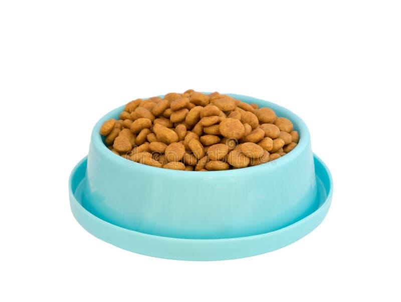 在蓝色塑料盘子的狗食药丸在白色背景 免版税库存图片