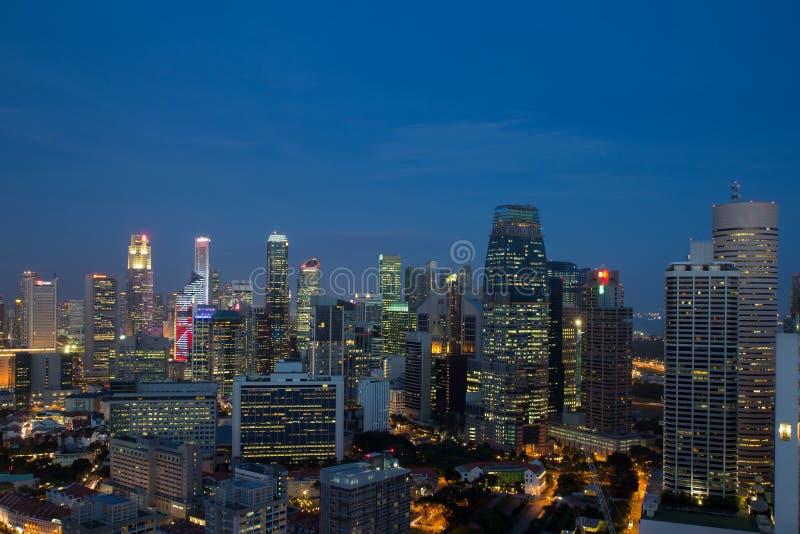在蓝色时数的新加坡都市风景 免版税图库摄影
