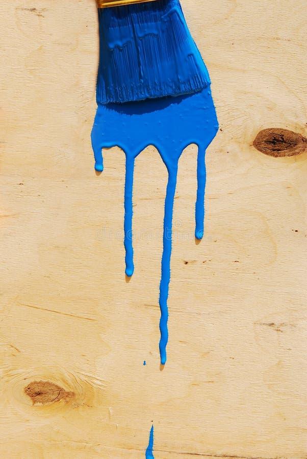 在蓝色油漆的刷子 库存图片