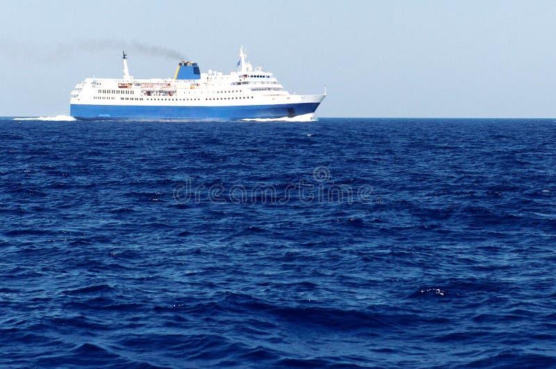 在蓝色海运的轮渡 库存照片