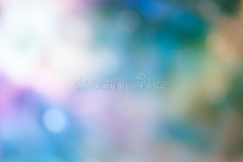 在蓝色淡色背景的Bokeh光 库存照片