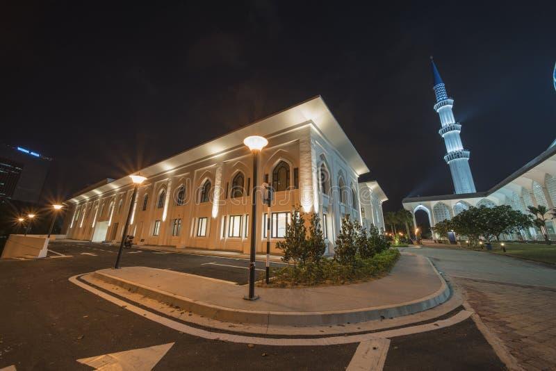 在蓝色清真寺,莎阿南,马来西亚的夜视图 免版税库存照片