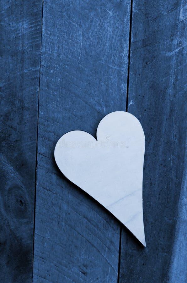 在蓝色的木心脏 图库摄影