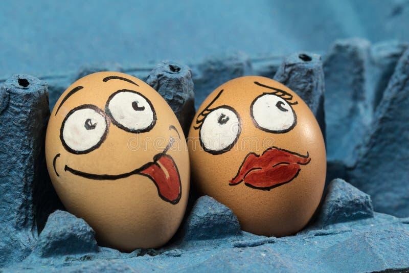 在蓝色盘区的两个蛋面孔 免版税库存照片