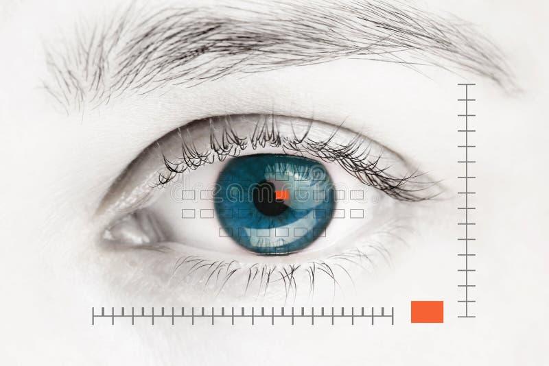 在蓝色肉眼的扫描器 图库摄影