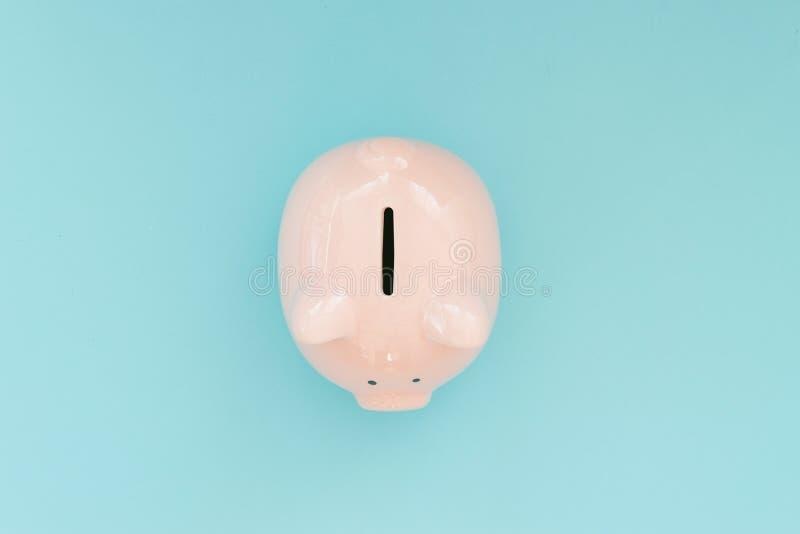 在蓝色背景的存钱罐金钱 库存图片