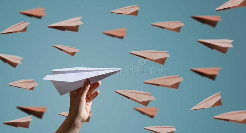在蓝色背景的纸飞机 免版税库存图片