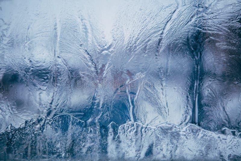 在蓝色背景的美好的欢乐冷淡的样式在玻璃 免版税库存图片