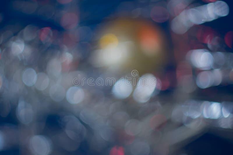 在蓝色背景的金黄球 Bokeh作用 免版税图库摄影